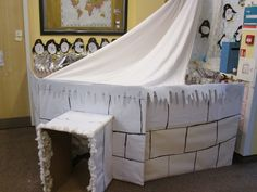 igloo dramatic play - great for winter time. students can incorporate it into house play. Dramatic Play Area, Dramatic Play Centers, Winter Fun, Winter Theme, Artic Animals, Polo Norte, Role Play Areas, Snow Theme, Play Centre