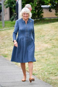 Camilla Parker Bowles Photos - Camilla, Duchess of Cornwall arrives at Gloucestershire Royal Hospital to meet front line key workers who who have responded to the COVID-19 pandemic during a visit to Gloucestershire Royal Hospital on June 16, 2020 in Gloucester, England. - Royal visit to Gloucestershire Royal Hospital