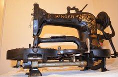 Antique Singer industrial buttonhole sewing machine model 23.