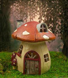 Mushroom Fairy House to enchant your miniature fairy gardens.