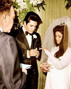 # Elvis and Priscilla Presley were married on May 1967 in Milton Prell's suite at the Aladdin Hotel in Las Vegas, Nevada. Their civil ceremony was performed by Nevada Supreme Court Justice David Zenoff. Lisa Marie Presley, Elvis Y Priscilla, Priscilla Presley Wedding, Joan Crawford, Harlem Renaissance, Graceland, Vintage Hollywood, Classic Hollywood, Hollywood Style