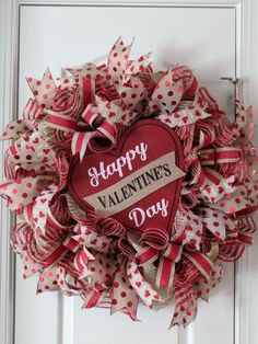 If you are looking for Diy Valentines Wreath Ideas, You come to the right place. Here are the Diy Valentines Wreath Ideas. This article about Diy Valentines Wr. Valentines Decoration, Valentine Day Wreaths, Valentine Day Crafts, Holiday Wreaths, Holiday Crafts, Halloween Wreaths, Diy Halloween, Spring Wreaths, Summer Wreath