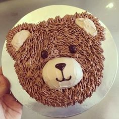 Cómo hacer los adorables furry cakes (tartas peludas) - El Cómo de las Cosas Teddy Bear Birthday Cake, Toddler Birthday Cakes, Animal Birthday Cakes, Teddy Bear Cakes, Puppy Birthday, Brithday Cake, Foto Pastel, Bear Party, Cupcake Cakes