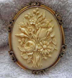 Victorian Ivory Cameo of a Bouquet of Flowers in 15k Gold Frame, France, c. 1860-1870.