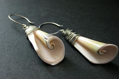 New to Gilliauna on Etsy: Silver Wire Wrapped Spiral Seashell Earrings. Shell Earrings in Silver. Shell Earrings, Beaded Earrings, Etsy Earrings, Earrings Handmade, Handmade Jewelry, Seashell Jewelry, Beach Jewelry, Wire Jewelry, Feet Jewelry