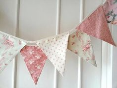 Pastel Shabby Chic Fabric Banners Bunting Garland by BerryAlaMode Cumpleaños Shabby Chic, Shabby Chic Bunting, Shabby Chic Stoff, Shabby Chic Fabric, Shabby Chic Bedrooms, Vintage Bunting, Sewing Crafts, Sewing Projects, Diy Crafts