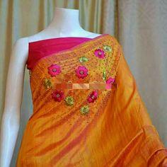 Saree Embroidery Design, Hand Embroidery Dress, Saree Blouse Patterns, Saree Blouse Designs, Saree Designs Party Wear, Saree Color Combinations, Mirror Work Saree, Dress Design Drawing, Silk Saree Kanchipuram