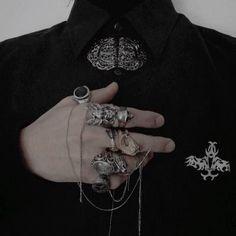 ، ⌕ 𝐰𝐨𝐧𝐝𝐞𝐫𝐥𝐚𝐧𝐝 ‹𝟹 — ★ それはすべて暗いです!! Slytherin Aesthetic, Goth Aesthetic, Aesthetic Black, Goth Accessories, Yennefer Of Vengerberg, Look Man, Character Inspiration, Black Men, Dieselpunk