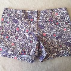 Ann Taylor pattern shorts Adorable pattern shorts. Fabric is substantial with some stretch, really comfortable.  Side and back slit pockets on both sides. Only worn once perfect condition. Ann Taylor Shorts Skorts