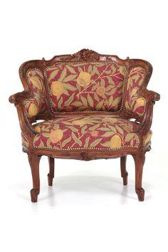 商品ID32001 商品名アンティーク フレンチシングルソファ(アームチェア) 張替え 輸入国フランス 年代1910 材質ウォールナット材 サイズ横幅:790 奥行:690 高さ:810mm (座面まで420) 重さ:13.5kg 業販価格¥139,000 (¥150,120 税込)  Product ID 32001 Product Name antique French single sofa (armchair) Insect Importing country France age 1910 Material walnut Size Width: 790 Depth: 690 height: 810mm (up to the seat surface 420) Weight: 13.5kg Industry sales price ¥ 139,000 (¥ 150,120 tax included)  可愛らしくて素敵なフランスアンティークのシングルソファ