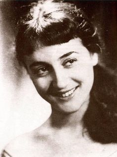 Picture of Ellie Lambeti Famous Women, Famous People, Greek Culture, Old Greek, Golden Girls, Horror Movies, Old Photos, Pretty Woman, Videos