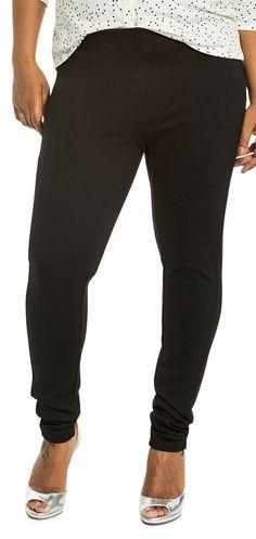 Svarta tajta byxor med framflyttad sidsöm som ger en smickrande passform. Den höga midjan gör dem fantastisk bekväma. Inga fickor eller markerad midja för en enkel minimalistisk look.