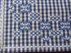 Discover thousands of images about Broderie Suisse, Chicken scratch, Swiss embroidery, Bordado espanol, Stof veranderen. Hand Embroidery Patterns, Ribbon Embroidery, Cross Stitch Embroidery, Cross Stitch Patterns, Embroidery Designs, Chicken Scratch Patterns, Chicken Scratch Embroidery, Bordado Tipo Chicken Scratch, Gingham Fabric
