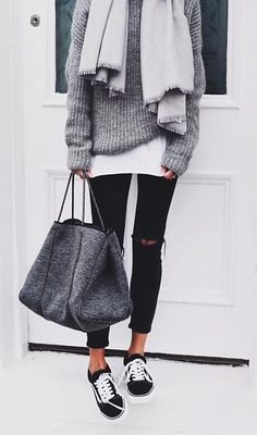 View our simple, comfortable & effortlessly lovely Casual Fall Outfit inspiring ideas. Get influenced using these weekend-readycasual looks by pinning your most favorite looks. casual fall outfits with jeans Looks Street Style, Looks Style, Winter Trends, Fall Winter Outfits, Autumn Winter Fashion, Winter Clothes, Winter Wear, Dress Winter, Winter Coats
