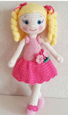 """If you have spent any time in the world of crochet then there's a good chance that you have heard the term """"amigurumi"""". Browsing through amigurumi crochet patterns, you might get a sense of what this niche of the craft is, but you may not know for su Amigurumi Patterns, Amigurumi Doll, Doll Patterns, Amigurumi Tutorial, Knitted Dolls, Crochet Dolls, Crochet Doll Pattern, Crochet Patterns, Craft Images"""