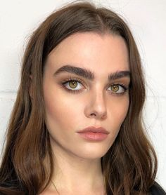 Pinterest: DeborahPraha ♥️ natural full brows and eyeliner #makeup