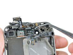 7. Tag fat med en pincet i strøm og sensor kablet ved mikrofonen, og træk det væk fra front panelet. Pas på at du ikke river kablet over.