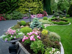 Every beautiful cottage garden has common principles that make them a success. Learn about the fundamentals you need to create your very own cottage garden. Modern Garden Design, Landscape Design, Path Design, Design Ideas, Back Gardens, Outdoor Gardens, Garden Organization, Front Yard Landscaping, Garden Planning