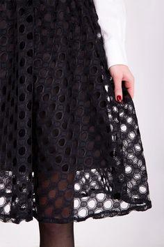 Čierna stredne dlhá sukňa so vzorom vyrezaných krúžkov Skirts, Fashion, Moda, Fashion Styles, Skirt, Fashion Illustrations, Gowns, Skirt Outfits