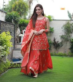 Maya Ali Eid Outfits 2019 were absolutely stunning. We are already impressed by each and every outfit Maya Ali wore for the promotions of Parey Hut Love. Party Wear Indian Dresses, Designer Party Wear Dresses, Indian Gowns Dresses, Indian Fashion Dresses, Dress Indian Style, Indian Wedding Outfits, Indian Designer Outfits, Pakistani Dresses, Indian Outfits
