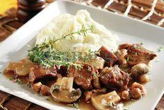 Εύκολο μοσχάρι με μαυροδάφνη και μανιτάρια (Αργυρώ Μπαρμπαρίγου) Sweet Wine, Beef Casserole, Food Categories, Greek Recipes, Make It Simple, Mashed Potatoes, Main Dishes, Stuffed Mushrooms, Yummy Food
