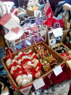 what sells at craft fairs - Yahoo Image Search Results Craft Stall Display, Craft Fair Displays, Display Ideas, Display Stands, Booth Ideas, Diy Craft Projects, Diy Crafts, Sewing Projects, Local Craft Fairs