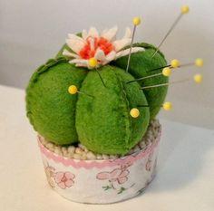 Flor de cactus alfiletero.  Cosa Felt (18) (700x692, 394Kb)