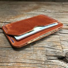 Benjamin Bott minimalist Waxwing card case is designed to comfortably carry 6 cards and a little bit of cash. The Waxwing has 3 pocket: 2 outer pockets for cards and an inner pocket for quartered cash or extra cards. Shown in -English tan Horween Dublin -Stitched with Royal Blue
