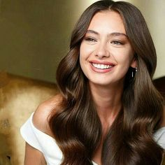 My Nesliiiii Turkish Fashion, Turkish Beauty, Prettiest Actresses, Beautiful Actresses, Hair Is Full Of Secrets, Cute Muslim Couples, Cute Girl Drawing, Turkish Actors, Photo Instagram