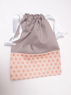 Pochon à lingerie gris et cuivre - sac à encours tricot ou crochet : Autres sacs par les-envies-damelie