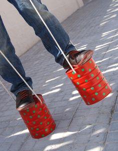 Zancos reciclados / Recycled stilts
