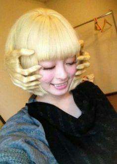 "Japanese popstar きゃりーぱみゅぱみゅ (Kyary Pamyu Pamyu)'s ""Legendary God Hand Hair"" Crazy Hair Days, Bad Hair Day, Kyary Pamyu Pamyu, Grunge Hair, Hair Art, Halloween Makeup, Creepy Halloween, Happy Halloween, Halloween Design"