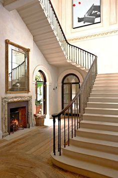 Everyone and their brother has written about designer and antiquarian Rose Uniacke's London townhouse. Townhouse Interior, London Townhouse, London House, London Eye, London Street, London City, Foyer Staircase, Stairs, Staircases