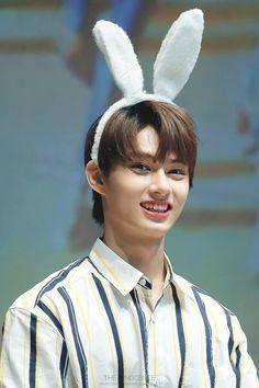 the innocence Woozi, Jeonghan, Vernon, Seventeen Junhui, Choi Hansol, Wen Junhui, Won Woo, Seventeen Debut, Pledis 17