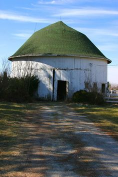 Rochester, Indiana roundbarn. Located northwest of town just east of State Road 31