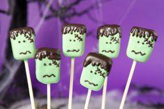 Fantastic Frankenstein cake pops for Halloween. Halloween Desserts, Halloween Candy Buffet, Postres Halloween, Halloween Cake Pops, Halloween Party Themes, Halloween Treats, Halloween Fun, Haloween Party, Halloween Dinner