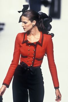 Stephanie Seymour - Chanel Haute Couture Fall/Winter 1994.