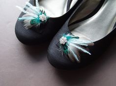So cute! rhinestone & feather shoe clips with teal