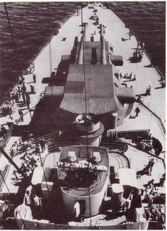 Tirpitz in Wilhelmshaven - wwii axis reenactment forum Bismarck Battleship, Naval History, Big Guns, Navy Ships, Panzer, Historical Pictures, Sea World, World War Two, Wwii
