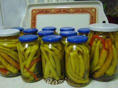Rozi erdélyi,székely konyhája: Pepperoni paprika télire Canning Pickles, Pickling Cucumbers, Pepperoni, Ketchup, Celery, Food And Drink, Cooking Recipes, Vegetables, Conservation