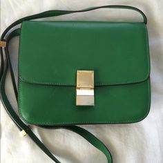 Medium classic shoulder bag Celine style bag, leather, bright green color with golden details. There are several compartments that make it easy to organize your things in the bag. The dimensions are 9 x 7. I had small use of it. There are minor signs of wear and the golden detail in front is a bit faded (please see the photo). Goes with the dust bag. There is no stamp or serial number inside. The quality is very good. Bags Shoulder Bags