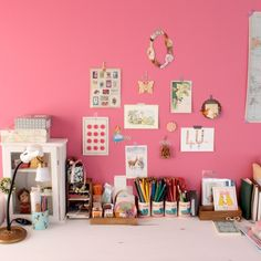 kanachさんの「机,DIY,ディズニー,ピンク,デスク,ウォールデコ,白い家具」についてのお部屋写真 - RoomClip