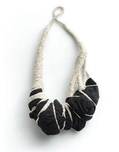 Elinor de Spoelberch - collier textile