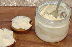 Maple Cream Cheese Spread by Easy Natural Food Baked Breakfast Recipes, Eat Breakfast, Yummy Snacks, Yummy Food, Cinnamon Raisin Bagel, Fun Foods To Make, Cream Cheese Spreads, Cream Cheeses, Kefir Recipes