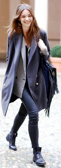 Black on gray on black #streetstyle cosy autumn style