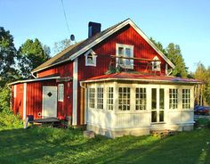 glasveranda Swedish Cottage, Red Cottage, Cottage Homes, This Old House, My House, Glass Porch, German Houses, Sweden House, Red Houses