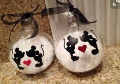 This cute 4 inch snow filled ornament will make the perfect gift for that… Disney Christmas Ornaments, Mickey Mouse Christmas, Christmas Fun, Christmas Decorations, Deco Disney, Disney Diy, Disney Crafts, Disney Cruise, Ornament Crafts