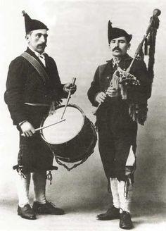 A gaita asturiana  José Remis Vega (gaita) & Jose Manuel Junco (drum)