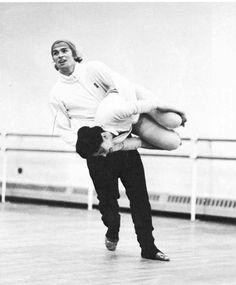 Rudolf Nureyev & Margot Fonteyn horsing around in rehearsals Margot Fonteyn, Most Beautiful Words, Ballet Beautiful, Street Dance, Ballerina Poses, Dance Magazine, Male Ballet Dancers, Jazz, Nureyev