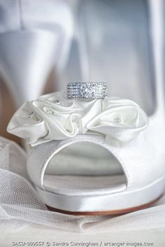 www.arcangel.com - white-satin-shoes-with-wedding-ring